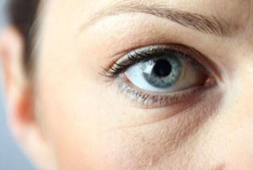 Cinco tips para reducir las bolsas que salen debajo de los ojos