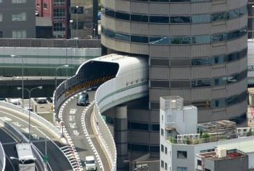 Edificio en Japón cuenta con una colosal carretera
