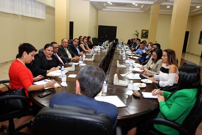 Hernández respalda creación de fiscalía especial para proteger periodistas, defensores de DDHH y operadores de justicia