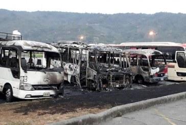Tres unidades del transporte se queman en los predios de la Gran Terminal Metropolitana de San Pedro Sula