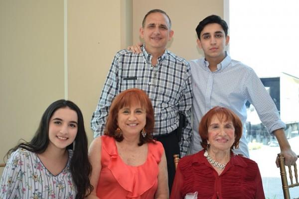 Alberto, Daniel, Gloria, Jackie y Susan Babún