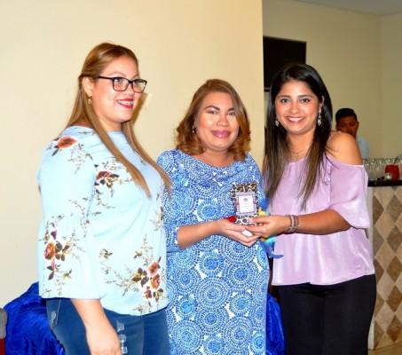 Belinda de Hernández y Osiris Panting, acompañaron a Milagro Sarahí en su baby shower.