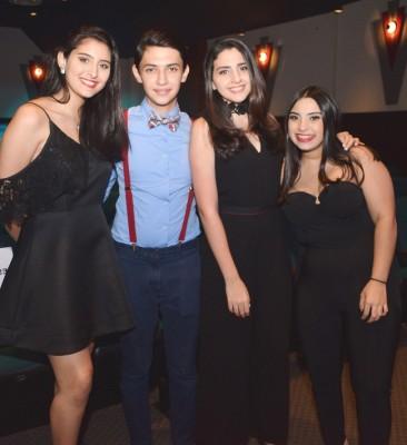 Carmen Larach, Rodrigo Jaar, Aishah Larach y Claudia Yacamán