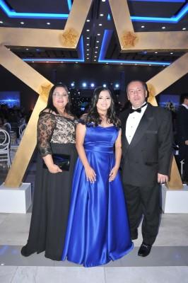 Claudia Villalta, Ingrid Villalta y su padre, Raúl Villalta