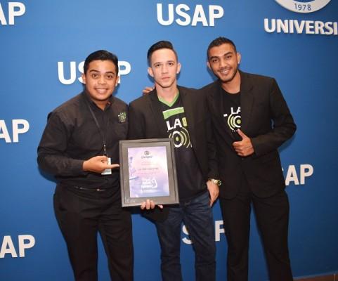 De LA TOP 102.9, Gabriel López, Jonathan Martínez y Enoc Castellón recibieron el reconocimiento como Medio de Comunicación Revelación 2017