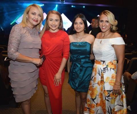 Dulce Baide, Azarety López, Melanie Rivera y Marlyn Elisa Rivera