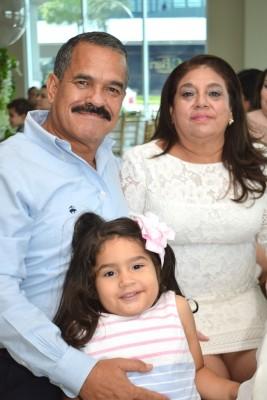 Efraín, Camila y Marissa Sosa