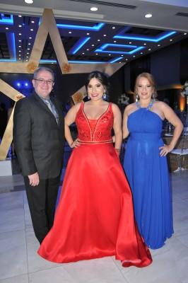 Héctor Fernández, Andrea Fernández y su madre, Claudia de Fernández