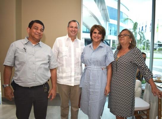 Jorge Crespo con Luis Larach, Gachi y Sandra de Ruiz