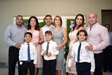 Tiempo de primera comunión para Emilio, Lamar y Jorge