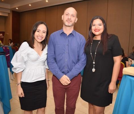 Lia Joya, Henning Kretschmer y Alejandra Alvarado