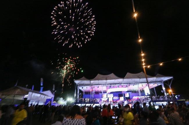 Con espectacular show de luces inauguran Plaza Juniana en San Pedro Sula