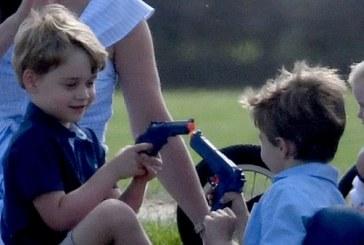 Esta foto del príncipe George se encuentra en el ojo de la polémica en Reino Unido