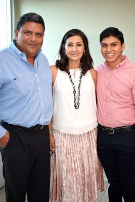 Ricardo Hidalgo, Cinthia y Ricardo Jr.