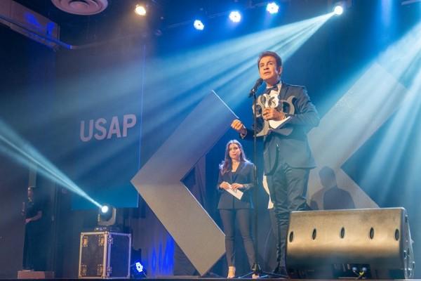 Salvador Nasralla se llevó el galardón a presentador viral del año y figura del Twitter