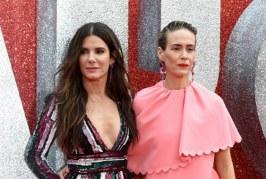 """Sandra Bullock con un pronunciado escote se roba todas las miradas en el estreno de """"Ocean 8"""""""
