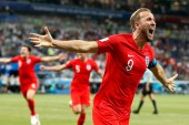 Inglaterra consigue un agónico triunfo ante Túnez 2-1