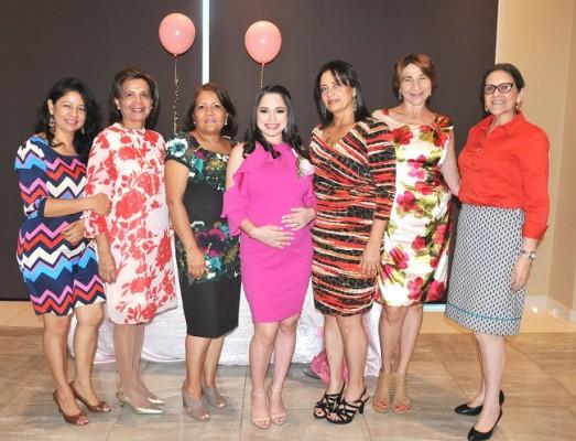 Carmen Montes, Dilian Chávez, Olga de Valle, Daniela Castro de Hernández, Nelly Martínez de López, Lilian Saavedra y Zaira Verdial.