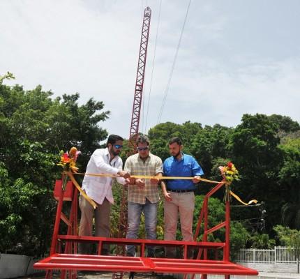 . Emilio Maldonado, gerente general del Paradise Beach Hotel, Federico Brendel y Dino Silvestri, Gobernador Político de Roatán, al momento de realizar el corte de cinta.
