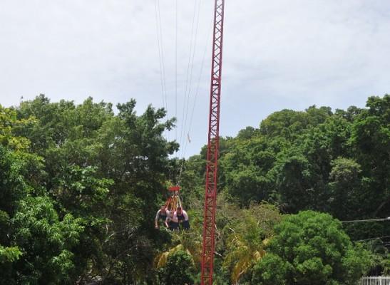 Los primero en lanzarse del Sky Swing.