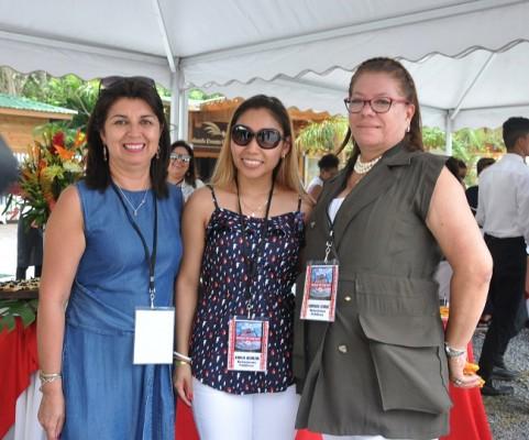 Carolina Peñalosca, Karla Aguilar y Xiomara Lemus.