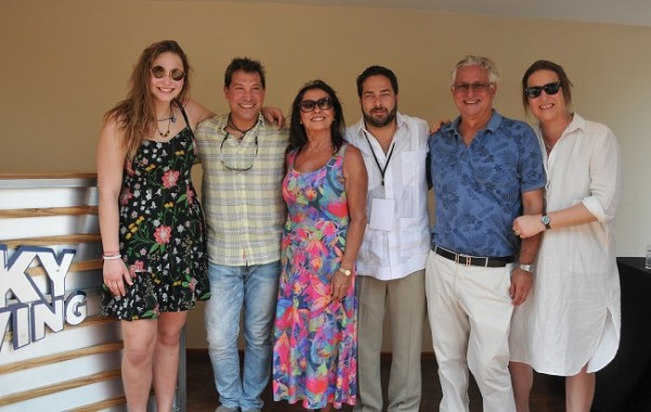 Emilio Maldonado (centro) junto a Mikaella y Federico Brendel, María Cleta Baeza Schneider y Roy Schneider con Tamara Brendel.