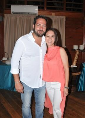 Emilio Maldonado con su esposa Helena Gonzales de Maldonado.