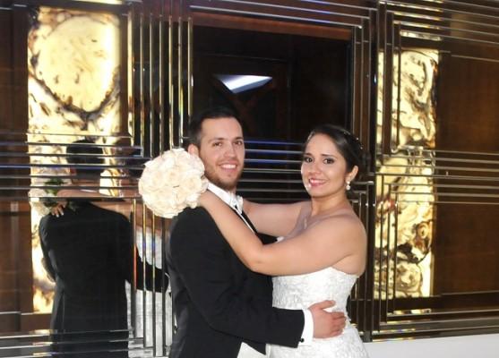 Tras 1 año de compromiso, María Fernanda y Samuel continuan escribiendo su historia de amor...ahora, como marido y mujer.