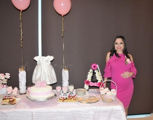 Daniela Castro Dunaway de Hernández a la dulce espera de su bebita Alessandra Sofía.