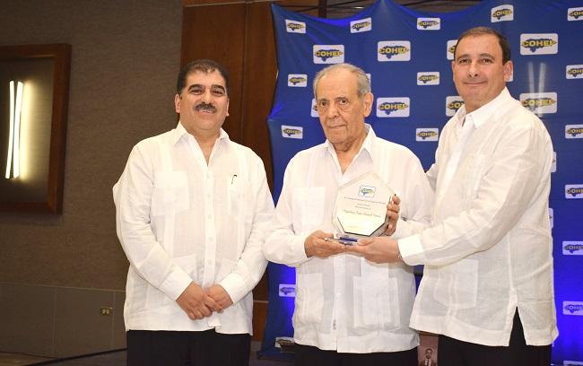 El COHEP honra méritos de don Napoleón Larach