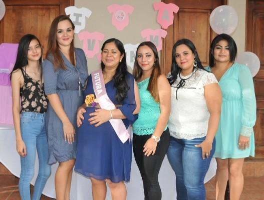 Joselyn García, Cynthia García, Ana Julia, Daniela Paz, Karla García y Mariela del Cid