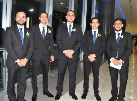 Los caballeros del cortejo de bodas: Julio Suazo, Héctor Díaz, Emenelio Reyes, René Suazo y Miguel Ramos