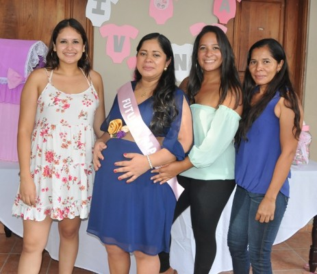 Karla Velásquez, Ana Julia, Alejandra Velásquez y Yolany Godoy
