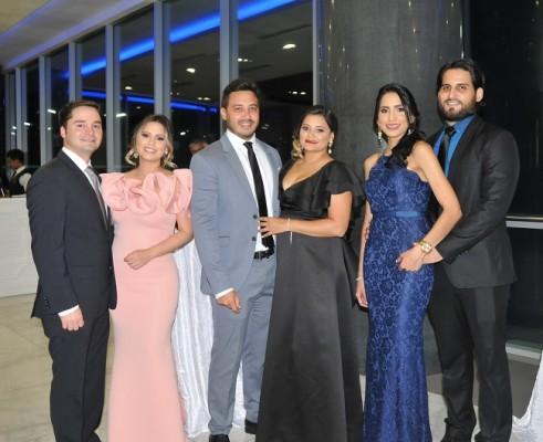 Konan Morales, Rosy de Morales, Juan Férez, Lineth Férez, Gabriela Godoy y Camilo Pineda