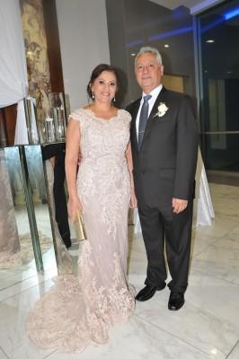 Los padres de la novia, Denia Rajo de Barón y Juan Ramón Barón