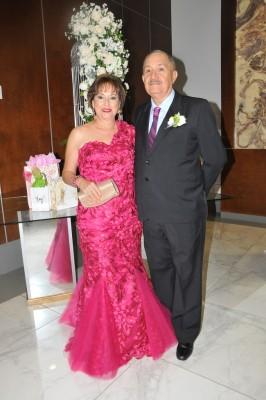 Los padres del novio, Margarita de Díaz y Rigoberto Díaz Estrada