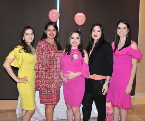 Michelle Montoya de Hernández, Diana Quintana de Castro, Daniela Castro de Hernández, Karla Gonzáles y Luisa Theresin