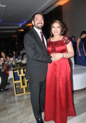 Rodrigo y Karol Agüero