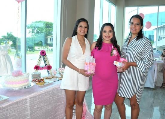 Stephanie Bados, Daniela Castro de Hernández y María Gabriela Furst