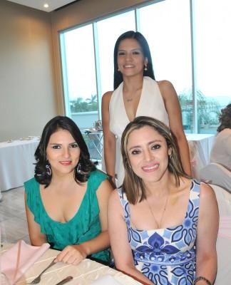 Stephanie Bados, Mariela Morales y Karen Medrano