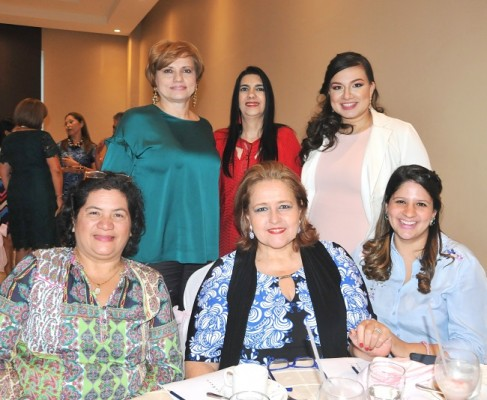 Suyapa Kawas, Lizeth Ictech, Andrea Naranjo, Elisa Lacayo, Linda Castro y Linda de Muñoz