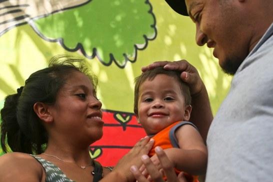 EEUU deporta a bebé hondureño que compareció en corte, tras haber sido separado de sus padres