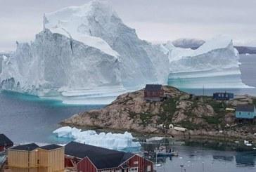 Un iceberg gigante amenaza a pequeño pueblo de Groenlandia