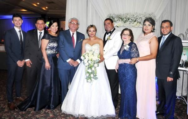 Antonio Ponce Jr, Antonio Ponce, Dania Chávez, Felipe Ponce, Reyna Pinel, Danilo Ponce, Alta Gracia de Ponce -madre del novio-, Francis Ponce de Morales y Merlin Morales.