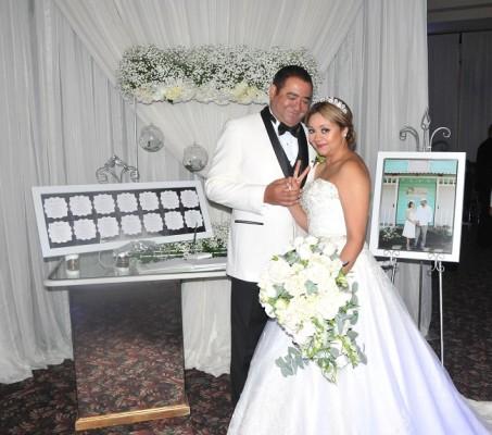Danilo Ponce y Reyna Pinel relataron su fabulosa historia de amor a Farah La Revista.