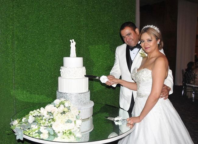 La boda de Danilo y Reyna…Un amor llevado a lo más alto
