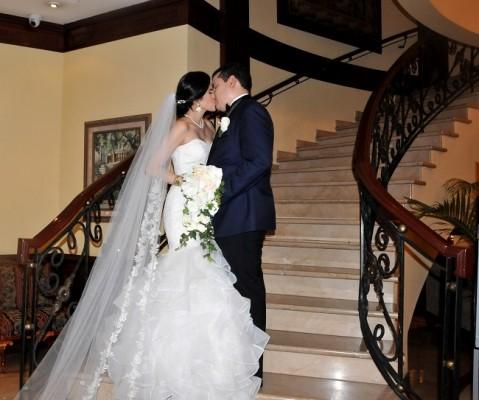 Bianca y Miguel se conocieron en la universidad mientras compartían un aula de clases. Se comprometieron en Abril del 2018 y continúan escribiendo su preciosa historia de amor para el resto de sus vidas.