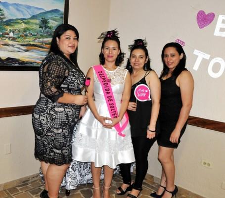 Dania Valle, Enesly Martínez, Alida Rodríguez y Delvia Rivera