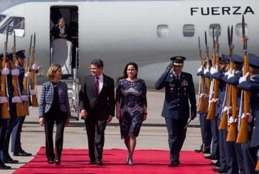 Presidente Hernández viajó a Colombia para participar en la toma de posesión del nuevo mandatario Iván Duque