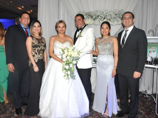 Javier Pinel, Ana Pinel, Reyna Pinel, Danilo Ponce, Karla Zelaya de Moreno y Carlos Moreno